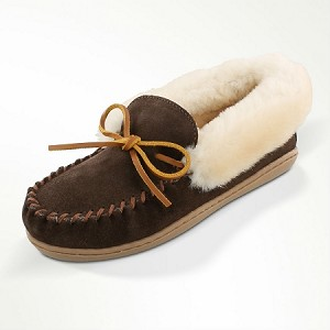 Minnetonka Moccasins 3379 - Women's Alpine Sheepskin Moccasin - Chocolate